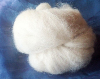 White alpaca fleece 40g - washed and carded