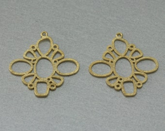 Flower Brass Pendant . Matte Gold Plated . 10 Pieces / C3059G-010
