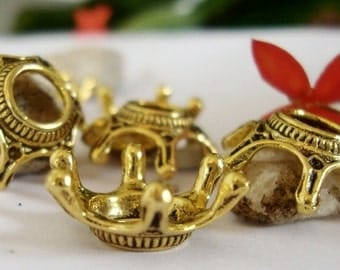 5 Crown Charms