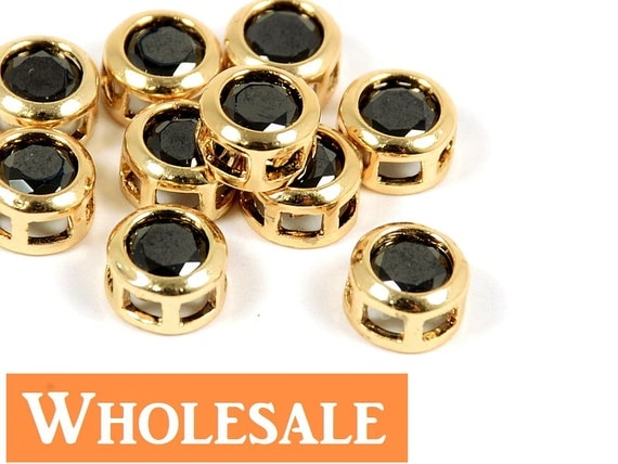 Round Circle Rhinestone Charm/ Pendant with Black Rhinestone in Gold Plating - 10 pcs/ order