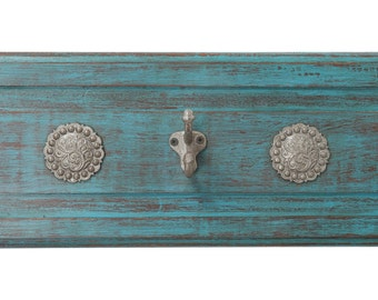 Silver Trails Western Hat Rack-26 x 8 x 5 in-Western-Vintage Look-Rustic-Silver Conchos-Gorgeous-Cowboy-Coat Rack