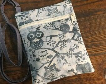Batik owl purse: small purse with adjustable crossbody strap, grey with ivory zipper