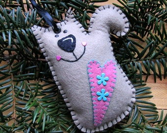 Wool Felt Kitty Cat Ornament Hanger In Tan