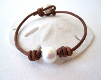 Pearl and Leather Bracelet - Leather and Pearl wrap bracelet - Leather bracelet - leather and pearl bracelet - freshwater pearl bracelet
