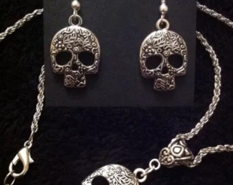 """80p UK P&P handmade Sugar Skull necklace and matching earrings set day of the dead mexican skulls 18""""chain UK seller"""