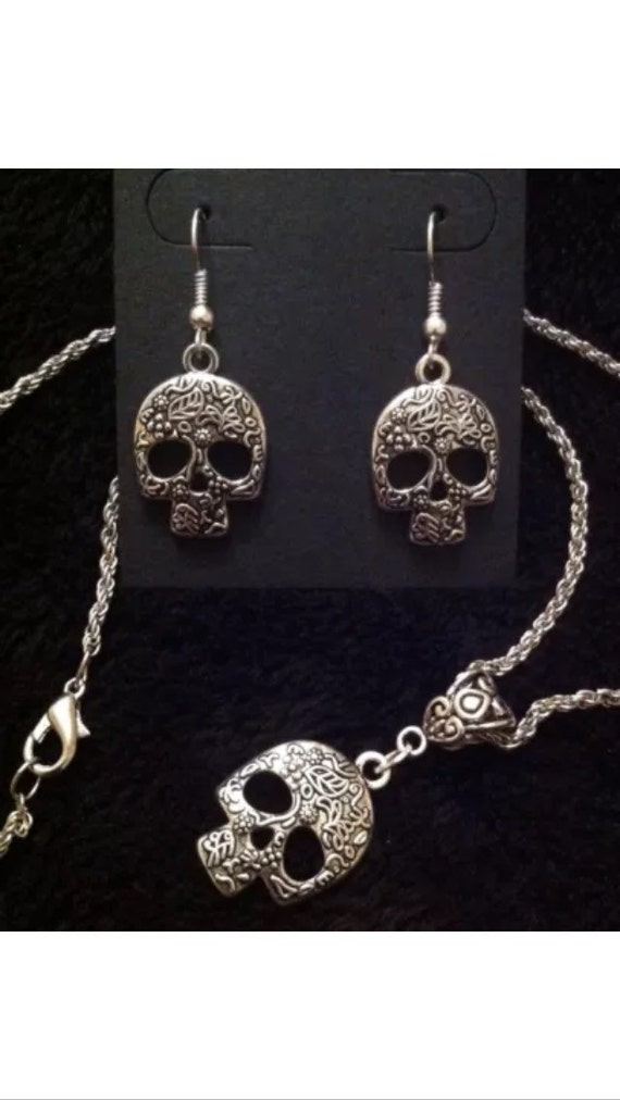 80p uk p p handmade sugar skull necklace and matching for Day of the dead body jewelry