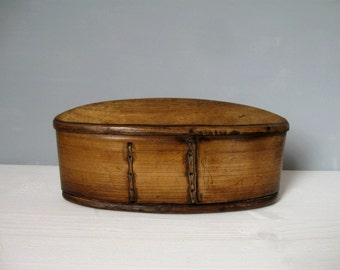 SCANDINAVIAN WOODEN BOX / Antique / Collectable / Oval / Box with a domed lid / Svepask / Tina box / Handmade / Bent wood