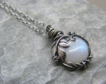 Sterling silver moonstone necklace ~ Silver moonstone pendant ~ Blue moonstone jewelry ~ Silver leaf necklace ~ Leaf jewellery ~ Moonstone ~