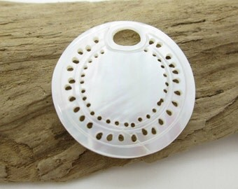 Delicate White Makabibi Shell Pendant, Round White Mussel Shell Pendant, 26mm (1)