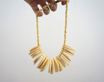 1980s Vintage Shell Necklace// Collar Necklace// Statement Necklace