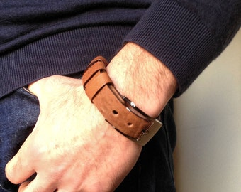 Men's bracelet in light brown leather with buckle. Christmas gift. Mens leather cuff, Mens Bracelet, Boyfriend gift, Mens Brown cuff.