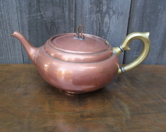 "Antique Copper Teapot ""Universal, Tea Ball – Tea Pot, Landers Frary & Clark, New Britain Conn."""