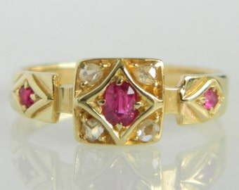 Beautiful Vintage 18K Gold Ruby Ring size 5.5