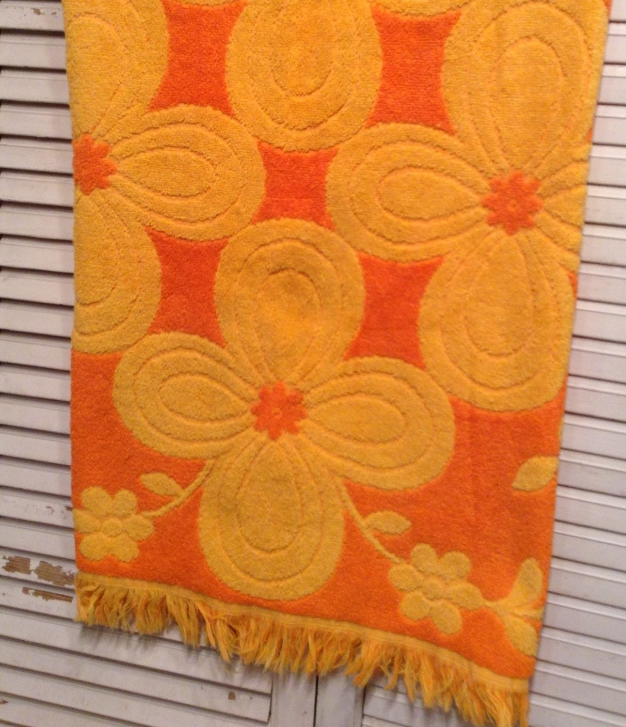 Reproduction Vintage Bath Towels: Vintage Bath Towel Orange Yellow Daisy Retro Modern Cannon