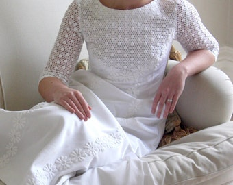 1960s Pale Ivory Vintage Wedding Gown/Daisies and Lace
