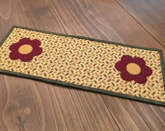 Flower Topper  / Quilted Table Topper / Handmade / Item #1453