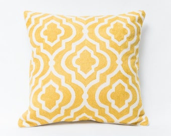 Pillow mbroidered in Pure Wool