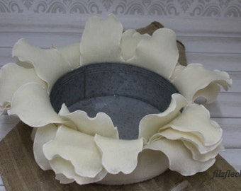 Filzblütenblattumrandung creme