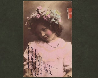 Little girl with crown of flowers postcard - Hand tinted portrait, children, French photo postcard, antique greeting card - 1907 (C7-08)