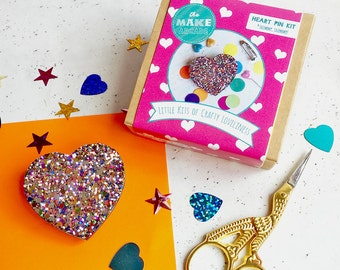 heart pin- party favours, favours, jewellery making- craft supplies, pin badge, valentine's gifts, galentines gifts, pin game, gifts for her