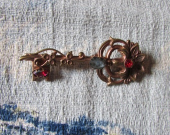 Beautiful vintage Coro-style scrolled key brooch with coloured rhinestone detail