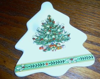 vintage Russ   Christmas tree hot plate trivet