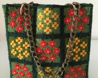 Vintage 1970s Flower Embroidered Purse