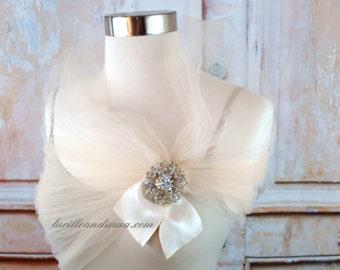 Ivory Tulle Wedding Shrug Bridal Shawl Vintage Style Tulle Stole With Rhinestone Brooch Ivory Bolero Tulle Shoulder Wrap Bridesmaids Prom
