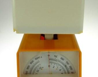 Kitchen scale scales orange