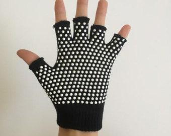 Non-Slip Black Yoga Glove / Yoga Gift / Yoga Gifts / Gift for her / Gift for him / Yoga Present / Christmas Present / Bikram / Hatha Yoga