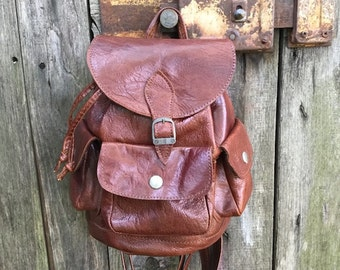 Vintage Backpack/ 90s/ faux leather/ brown/ adjustable straps/ four pockets/ height 25 cm