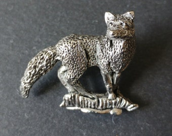 Fox brooch / animal pin / Lapel pin / Animal jewellery / Tie pin badge / pewter metal / woodland brooch pin / gift for her / wedding