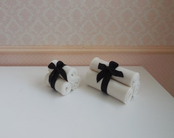 1:12 DOLLHOUSE Towels set with ribbon. Available for bath towels and hand towels. White & black