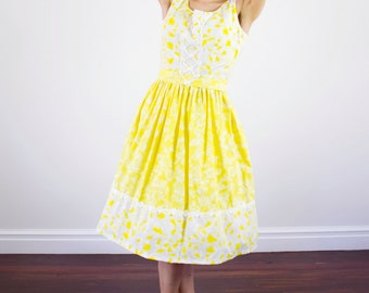 Vintage 1950s Strawberry Print Dress / Yellow Cotton Sundress / Full Skirt / Lemon Drop / Dipped Back / Novelty Print / M/L
