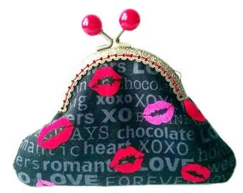 Black and Red Lips Kisses Love Lipstick Antique Bronze Sew in Clasp Frame Coin Purse