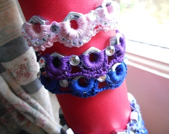 "Bracelets with ""bolts and small circles"" to crochet, exclusive."