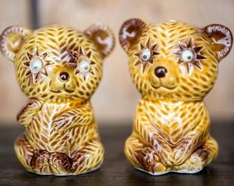 Vintage Honey Bear Salt and Pepper Shakers - Kitsch Bears Ceramic Figurines Salt and Pepper Shakers - Mid Century Retro Kitchen Decor