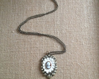 Vintage inspired Victorian Cameo pendant necklace
