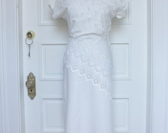 Vintage 1940's White Cotton Eyelet Summer Dress - Size Small