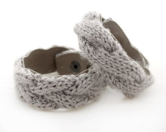 Knitted bracelet Cable knit bracelet Leather bracelet Gray bracelet wool bracelet