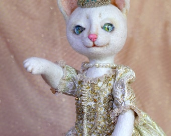 Needle felted kitten queen-Collectible toy-Cute cat