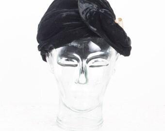 Vintage 20s 30s Black Velvet Cloche Hat Velvet Turban