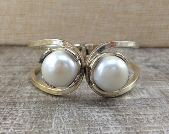 Gorgeous Vintage Pearl Gold Tone Clamper Bracelet
