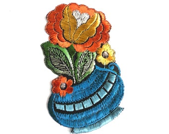 Authentic Collectible Flower Applique, flower basket applique, 1930s embroidered applique. Vintage floral patch, sewing supply. #646GD2K8