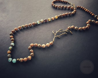 Longue necklace with Tibetan agate and twig