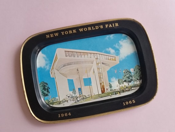 New York City World's Fair Memorabilia 1964 / 1965 - Vintage Tin Tip Tray - Mid-Century Travel Souvenir - NYC History Collectible