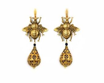 Bee earrings bee jewelry vintage bees earrings filigree earrings Victorian bee bumblebee bead bee earrings Vintage bees  gold bumble bee