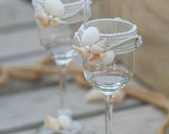 Beach Wedding Toasting Glasses, Seashells Toasting Flutes, Champagne Glasses Set, Sea Wedding Glasses, Bride and Groom Toasting Glasses