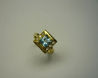 Yellow gold ring with Blue Topaz and swarovski.