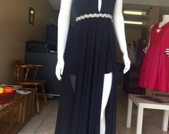 Dress for special events with accessory and slit